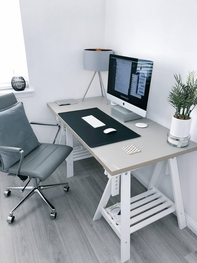 11 Hot Tips to Organize Your Home Office - office desk