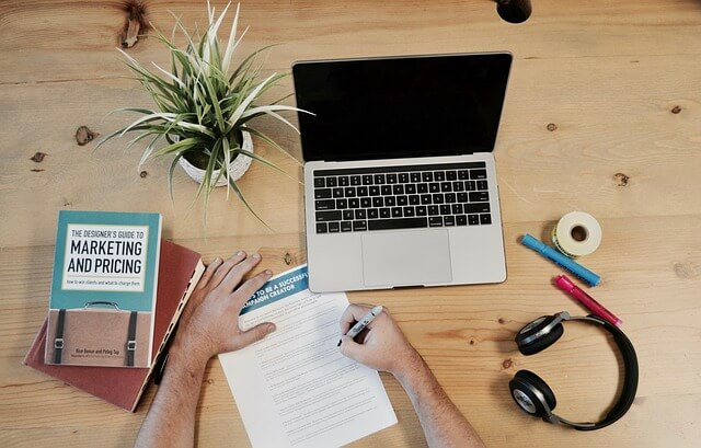 How to Price and Invoice Freelance Work [10 Tips]
