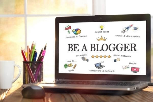 laptop-with-be-a-blogger-on-screen-create-a-wordpress-website